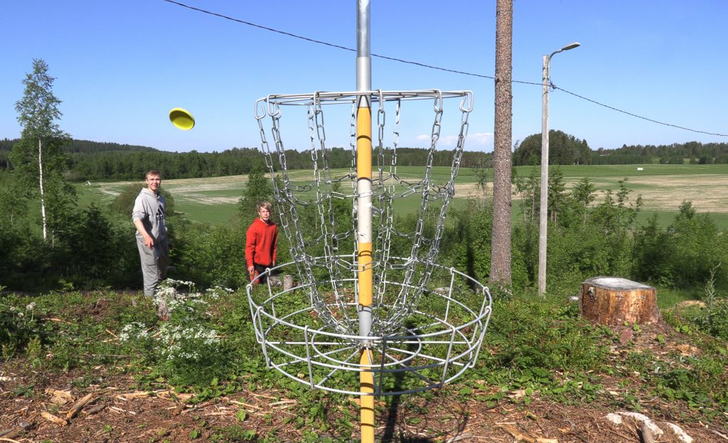 Pakoraitilla voi pelata frisbeegolfia.